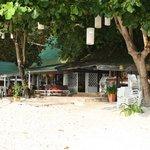 ВИД С пляжа на ресторан отеля