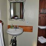 Il bagno ... un pò spartano, ma la posizione dell'albergo fa passare sopra a queste cose