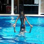 Meus filhos Joao e Sofia na piscina