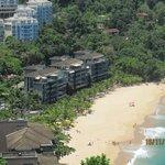 A praia e o condomínio