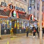 Les 3 Brasseurs, Place D' Erlon Reims 26 Décembre 2013 - Vu de l'extérieur !