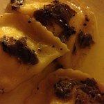 ravioli ripieni di  pecorino pere al tartufo