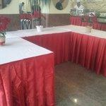 Przygotowania do Wigilii , pięknie ustrojone stoły