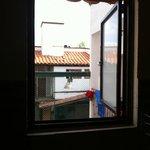 Que tal la maravillosa vista desde el baño! tu vecino!!! pésimo!