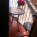 Su terraza. Para ellos....terraza con acceso directo al Hotel....osea cómo me aviento??