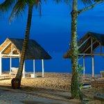 На пляже такие зонтики от солнца