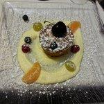 Sfornato di panettone con crema cioccolato bianco ed insalata di frutta
