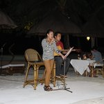 acoutic band during dinner