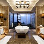 Grand Lake View Villa - Bathroom