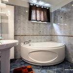 Ilmarine big bath and a bathtub