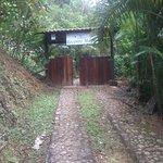 Um dos acessos às casas