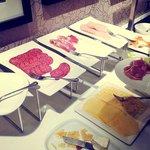 на завтрак одной колбасы и мяса - с десяток видов