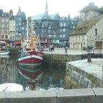 Honfleur harbour: Francia: pescherecci
