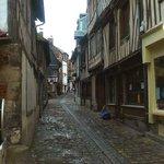 Honfleur harbour: Francia: case a graticcio