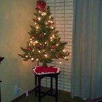 Christmas tree in the apartment- wonderful touch!