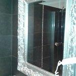 specchio nel bagno