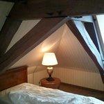 Deckenatmosphäre über dem Bett
