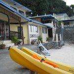Вид на коттеджи с пляжа