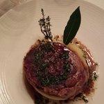 Tête de cochon croustillante, vinaigrette d'herbes fraîches pommes Ratte écrasées au beurre demi