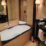 gemütliche Badewanne (Executive Room)