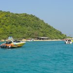 Approaching coral Island beach : Pattaya