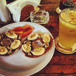 Nutella/banana/walnut bagel and passionfruit juice