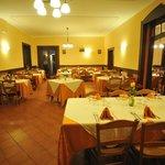 Sala ristorazione rinnovata con nuova saletta annessa