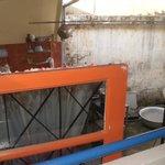 du balcon avec lavabo on surplombe la cuisine!!!