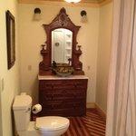 deSmeth Quarters Bathroom