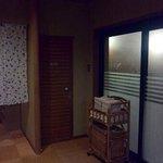 【大浴場】トイレ(中央)と風呂場への入口(右)
