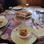 voorgerecht met typisch berbersbrood