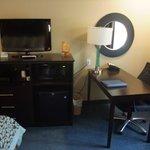 TV, Minibar und Schreibtisch
