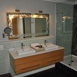 salle de bain côté douche...