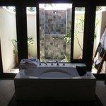 Baignoire et douche extérieure