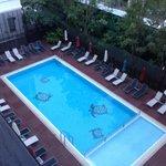 бассейн отеля, есть зона для малышей