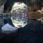 Vue du bassin à l'intérieur de la grotte