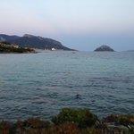 вид с пляжа на море