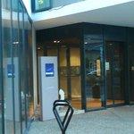 Novotel Le Havre Bassin Vauban: Francia:  particolare ingresso hotel