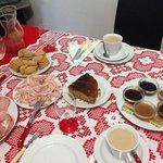 la colazione del primo dell'anno con la tovaglia rossa