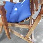 brazo de silla roto y toda deteriorada
