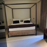 Спальня двухкомнатного номера сьют