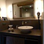 Stylish an neat bathroom