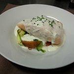 Pavé de saumon sur lit de petits légumes croquants, écume d'estragon. Signature Stéphane Lambert