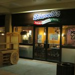 Bianellis at Night for Yummy Pizza