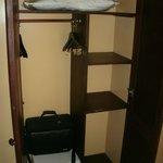 Zimmer Kleiderschrank