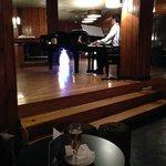 Bar de copas con pianista.