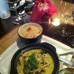 Poulet au curry vert thaï et riz à l'ail