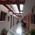 Corridor où les passants ont vue sur votre chambre!
