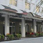 Halong Paradise Suites Hotel