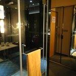 鏡を多く使った部屋